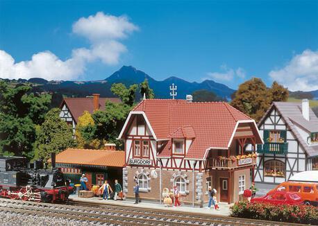 Dworzec Burgdorf  (z oświetleniem) Faller 131541 (1)