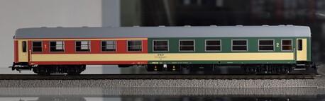 Wagon dzielony 1 i 2 klasy 104A AB PIKO 97617 (1)