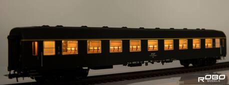 211011 Wagon 1 klasy 112Ag stacja Gdynia z oświetleniem Robo (1)